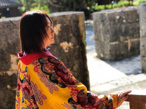 沖縄民族衣装を着たところ3