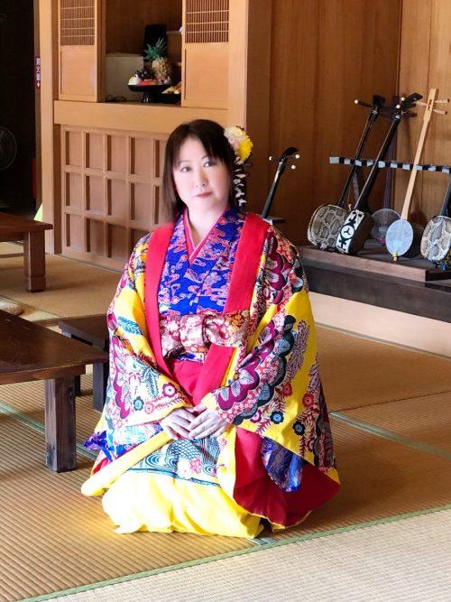 沖縄民族衣装を着たところ4