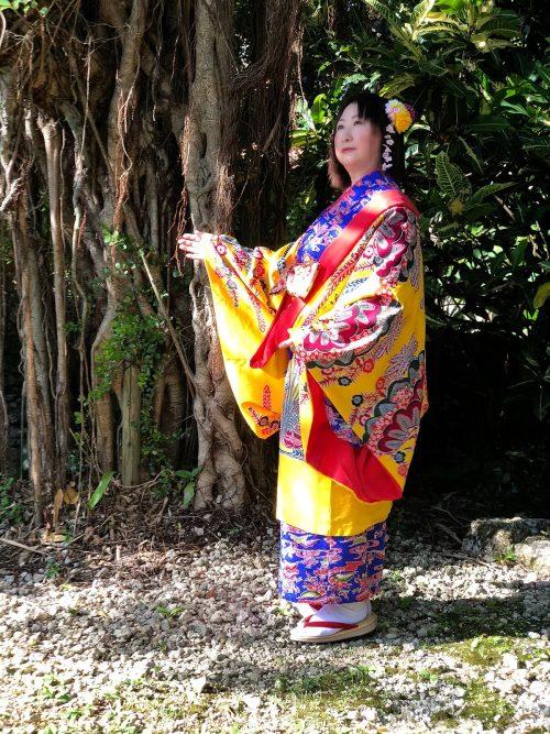 沖縄民族衣装を着たところ5